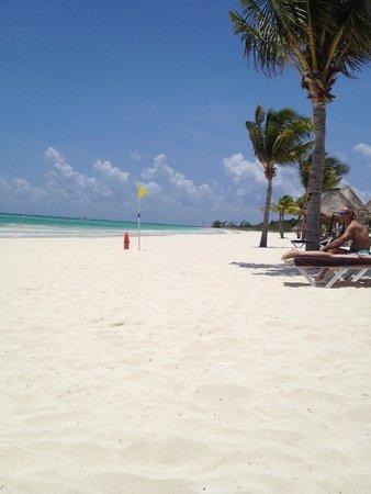Secrets Maroma Beach Riviera Cancun: looking down the beach