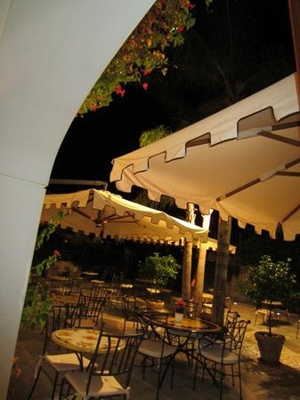 Hotel Murmann: the terrace at night