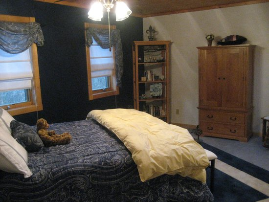 Two Bears Lodge Bed Breakfast Madrid Iowa