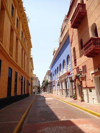 Ciudad amurallada: Rua típica.