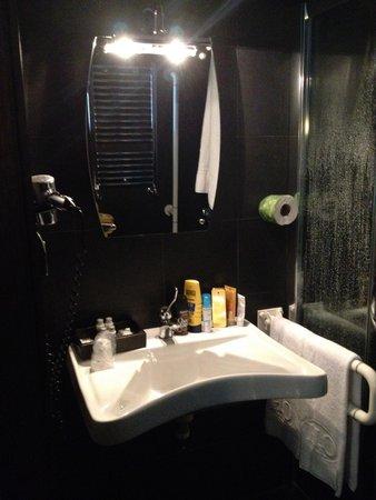 Twentyone Hotel : Baño
