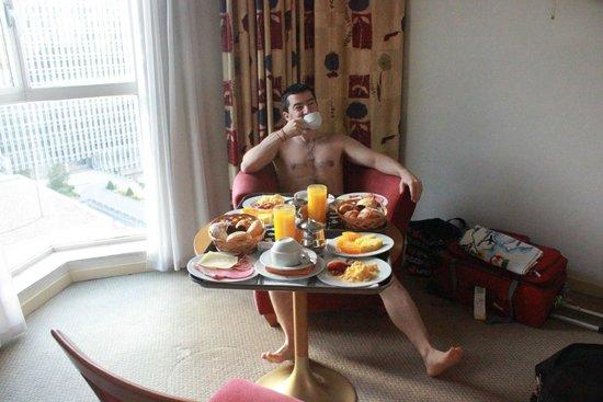 Holiday Inn Madrid: El desayuno generosisimo para empezar un dia de recorrido x Madrid!