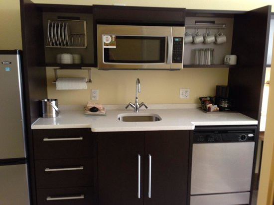 Home2 Suites by Hilton Huntsville / Research Park Area : Kitchen area of room
