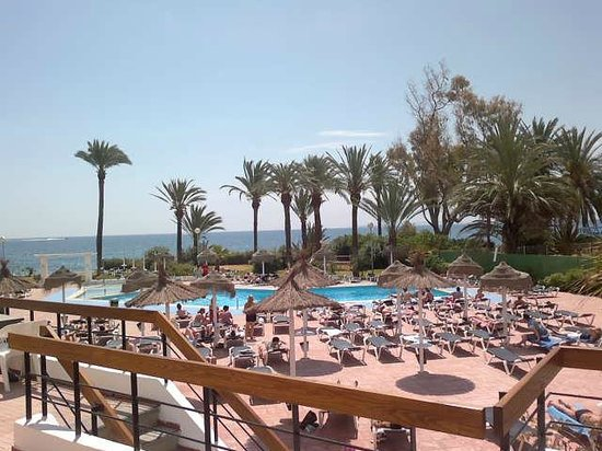 The New Algarb Hotel: Beach and swiming pool view