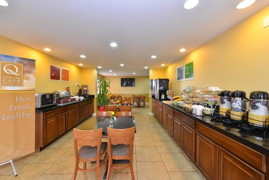 Quality Inn: Breakfast Dining Room