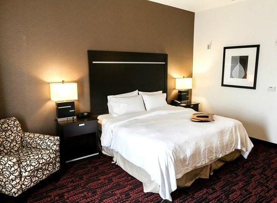 Hampton Inn and Suites Tulsa Hills: Standard King Room