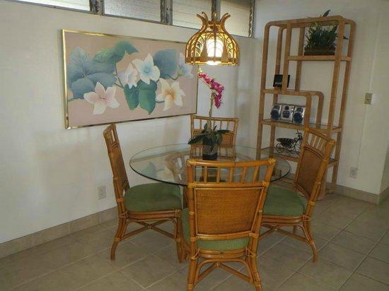 Royal Kahana: room