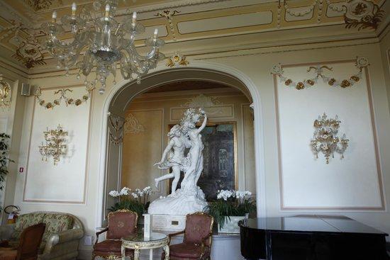 Grand Hotel des Iles Borromées & SPA : hotel piano room