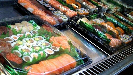 Varias bandejas listas para llevar picture of sushi kai salou salou tripadvisor - Bandejas para sushi ...