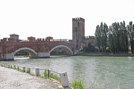 Museo di Castelvecchio: Castle and river Adige
