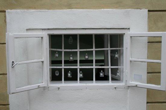 Mala strana: Окно в парфюмерной лавке