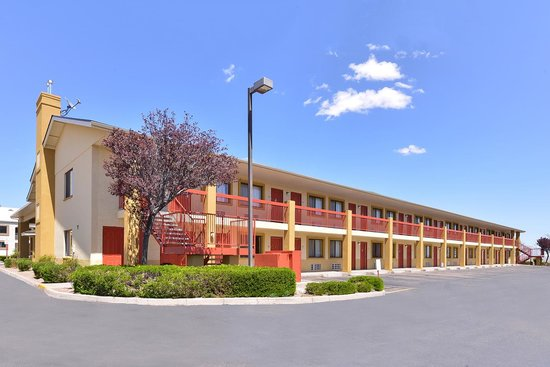 Quality Inn: Exterior Corridor