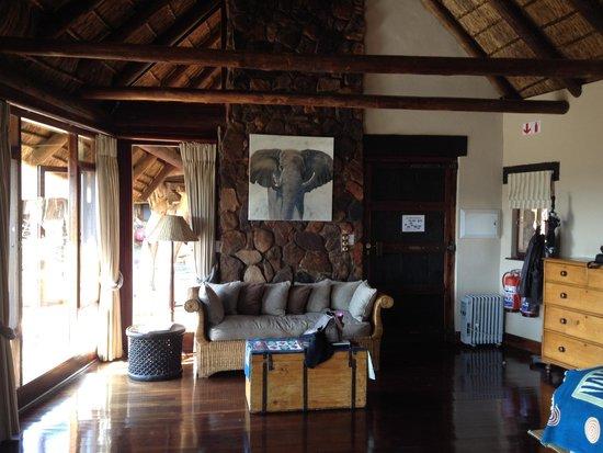 Pitse Lodge: Zitgedeelte hoofd vertrek