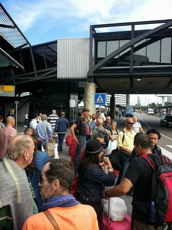 Ibis Budget Amsterdam Airport: half of the people waiting 40 minutes for the underserved shuttle