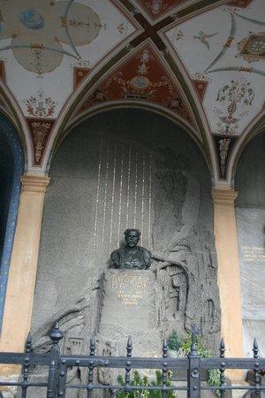 Monumento Cultural Nacional Vysehrad: Могина Дворковича
