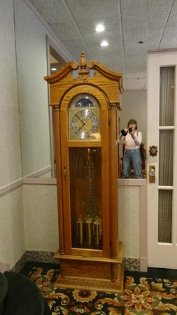 Kingston Hotel: Lovely old grandfather clock
