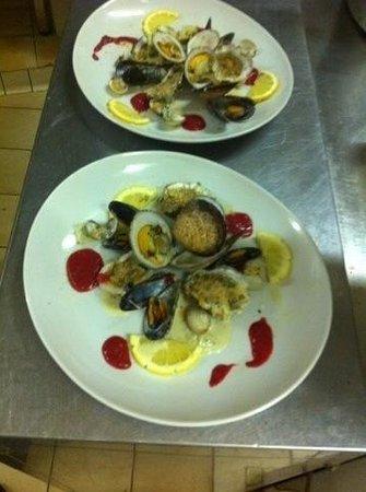 Le Commensal: Assiette de fruits de mer chaude :)