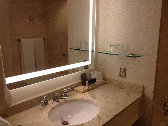 Fairmont San Jose : Banheiro espaçoso e bem organizado