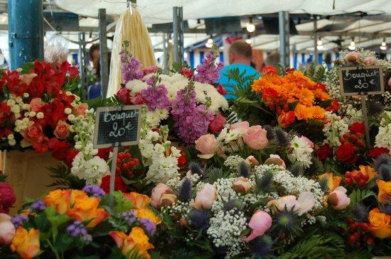 My Hush-Hush Paris Walking Tours: Flowers at the market!