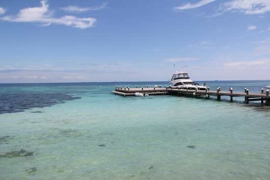 Hatchet Caye Resort: Arrival Pier