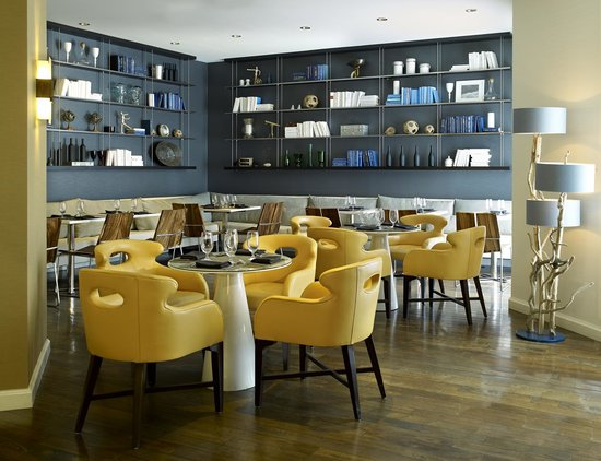 Le Meridien Delfina Santa Monica: The main dining room of Longitude Restaurant + Bar offers natural light and refreshing surroundi