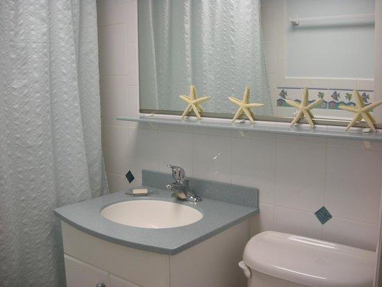 The Concord Suites: Bathroom