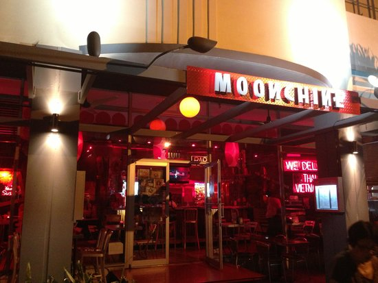 Moonchine Asian Bistro: Restaurant from the outside