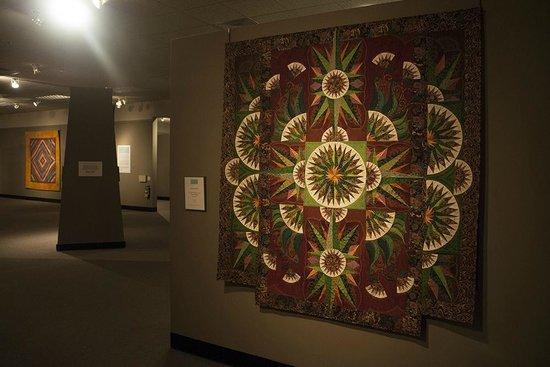 The National Quilt Museum: Museum Exhibit