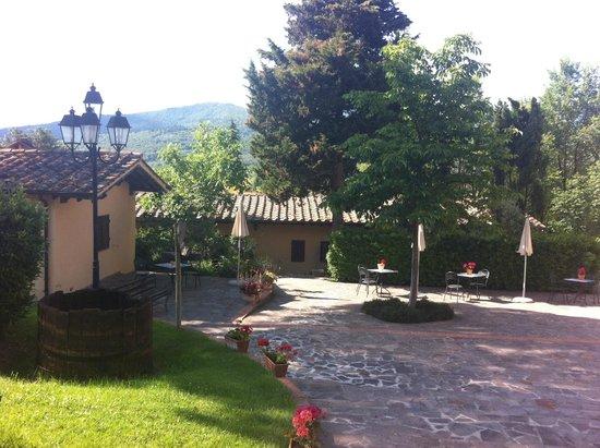 Relais Parco Fiorito: ESTERNO/GIARDINO