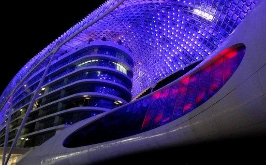 Yas Viceroy Abu Dhabi: Vista del Skylite Lounge y de la discoteque Rush