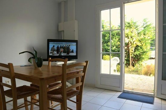 Hotel Residence Les Alizes : chambre - salon et terrasse