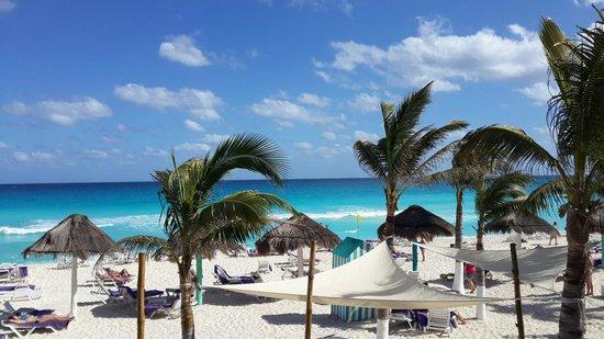 Grand Oasis Sens: Пляж отеля