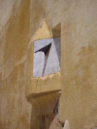 Mausoleum of Mouley Ismail: Mausoleum of Moulay Ismail - sundial