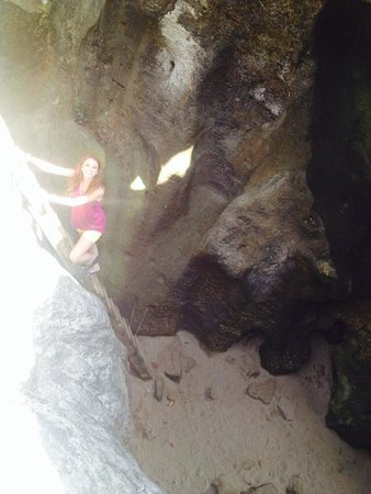 La Cueva del Indio: not so sketchy ladder
