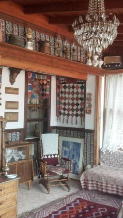 Homeros Pension & Guesthouse: Tapestries and antiques everywhere
