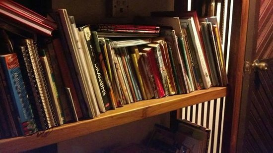 Amelia's Guesthouse: Collection of books at the hallway.