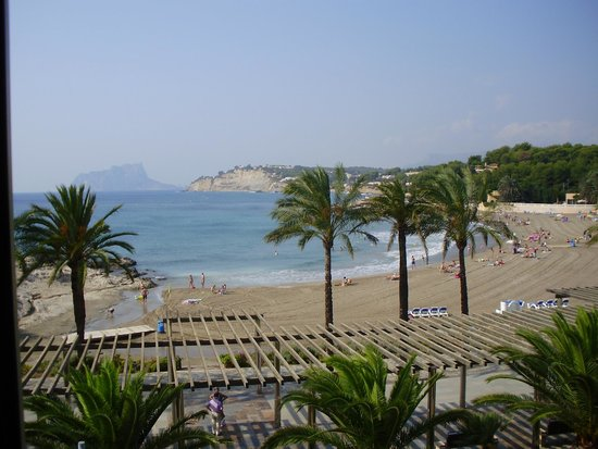 Sand Restaurant: Bahia de Moraira vista desde la terraza del restaurante Sand
