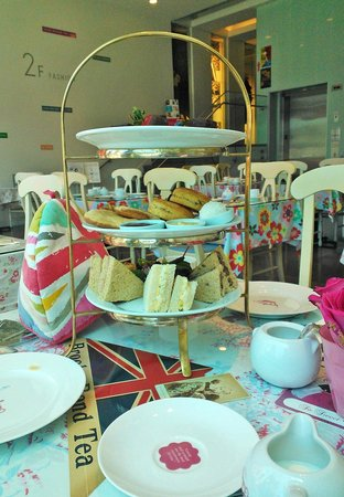 Crown and Crumpet: Afternoon Tea