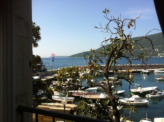 Hotel Aurora: Ausblick zum kleinen Hafen