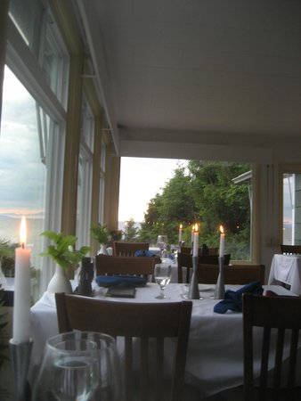 Point no Point: Great Atmosphere: candles, and views of the Strait of Juan de Fuca