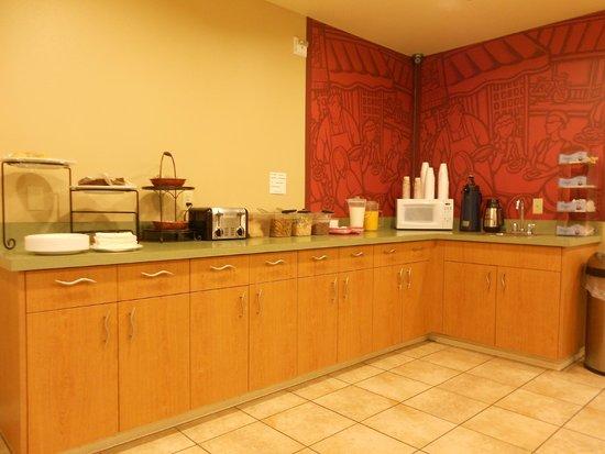 Morro Shores Inn & Suites: Breakfast room