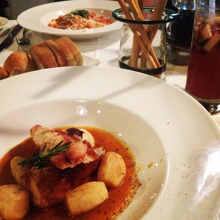 Di Vino : A great restaurant to spent the night with a bottle of wine and delicious food!