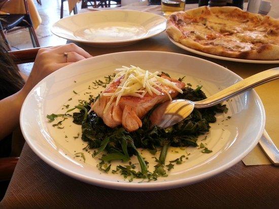 Ristorante Pizzeria Olivo: Salmon on spinach
