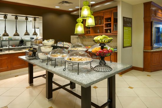 Hilton Garden Inn Schaumburg: Buffet at Garden Grille and Bar