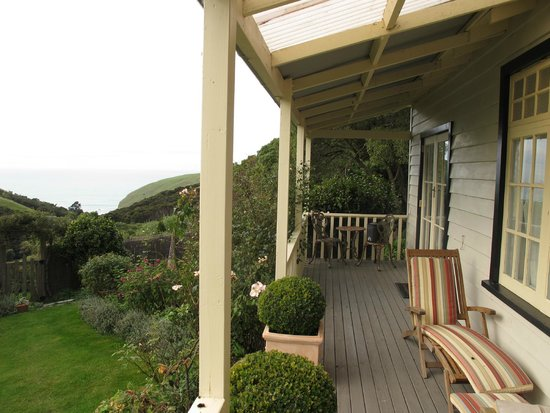 Paua Bay Farmstay : Nice view from front windows of your bedroom