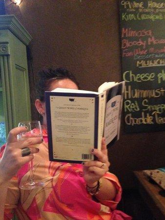 Lumpy's: Wine reading