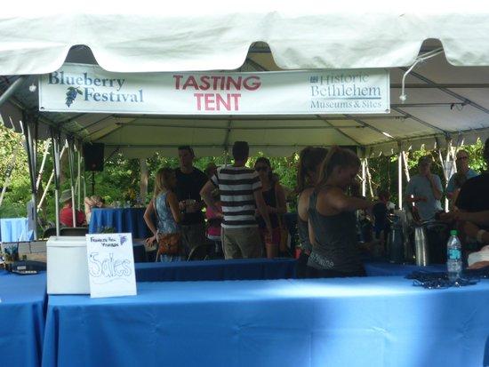 Burnside Plantation: Tasting tent.