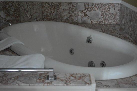 Gideon Ridge Inn: Carriage Room - Tub