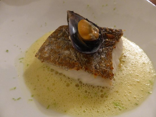 Bistro du'O : Fish with braised fennel & a mussel and saffron bouillon