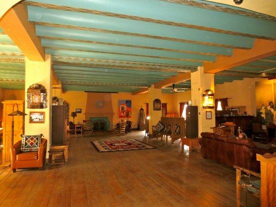 La Posada Hotel: Large common room upstairs